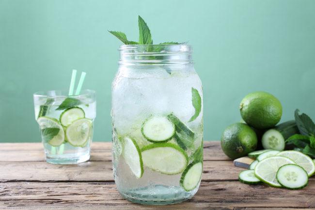 fruitwater_voor_zomerse_dagen_komkommer_limoen_shutterstock_286956590