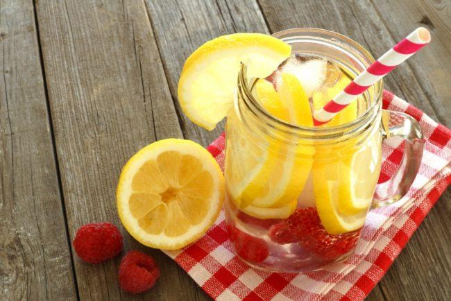 water_met_fruit_citroen_framboos_shutterstock_272698319
