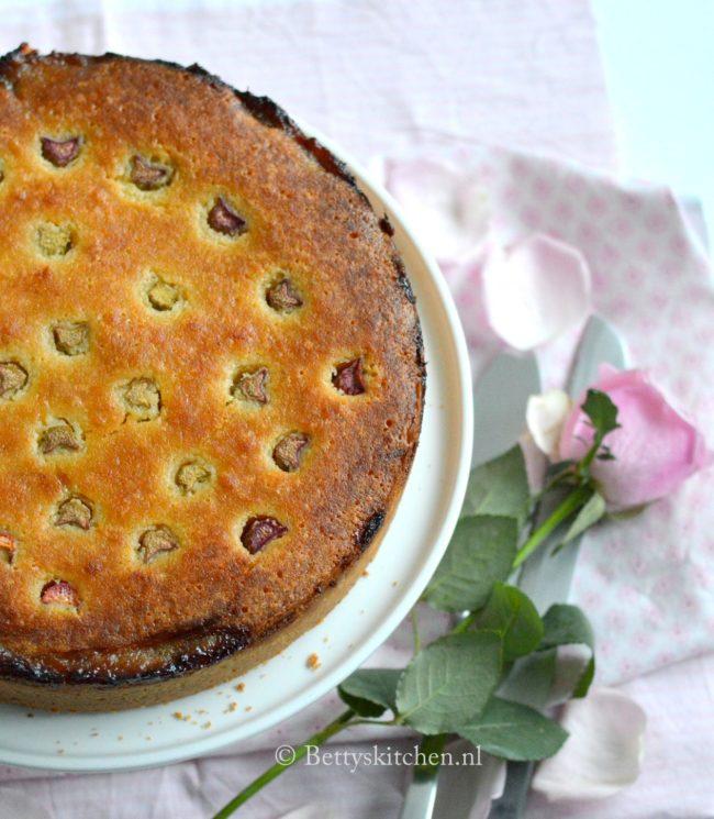10x Taart voor Pasen recepten - frangipane taart met rabarber