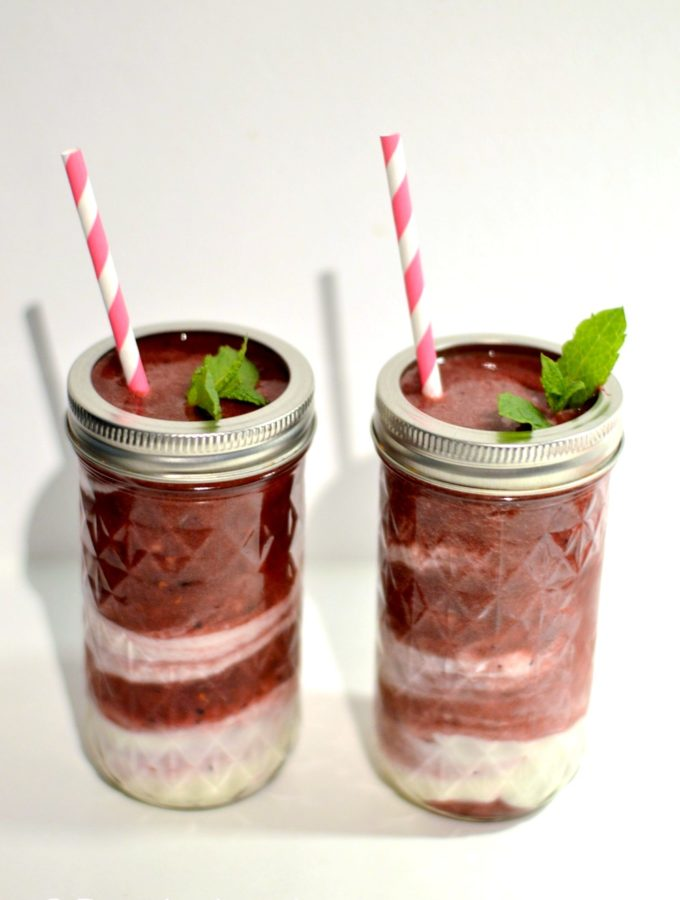 recept bosvruchten smoothie met yoghurt swirl © bettyskitchen.nl