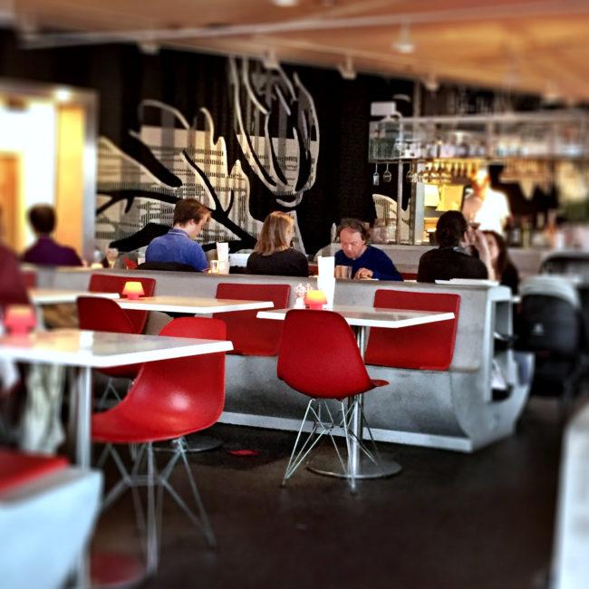 review_restaurant_stedelijk_in_amsterdam_interieur-001