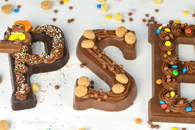 chocoladeletters_versieren_filmpje_bettyskitchen_1a-001