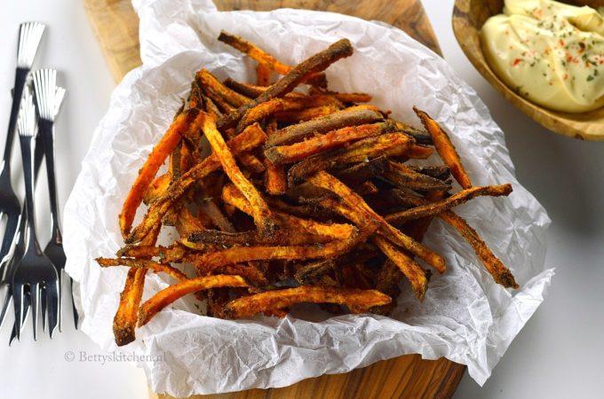 Zoete aardappel friet uit de oven