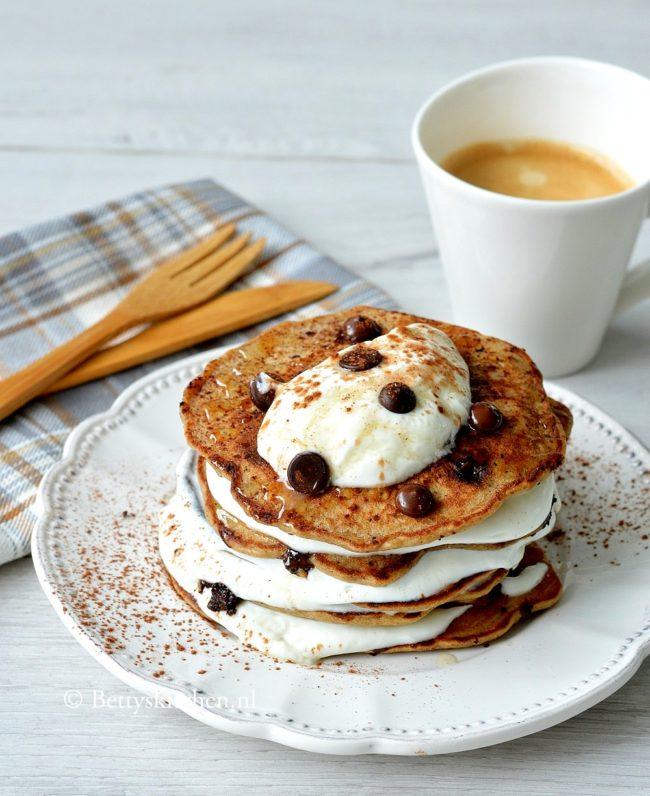 chocolate chip pancakes met banaan en kokos