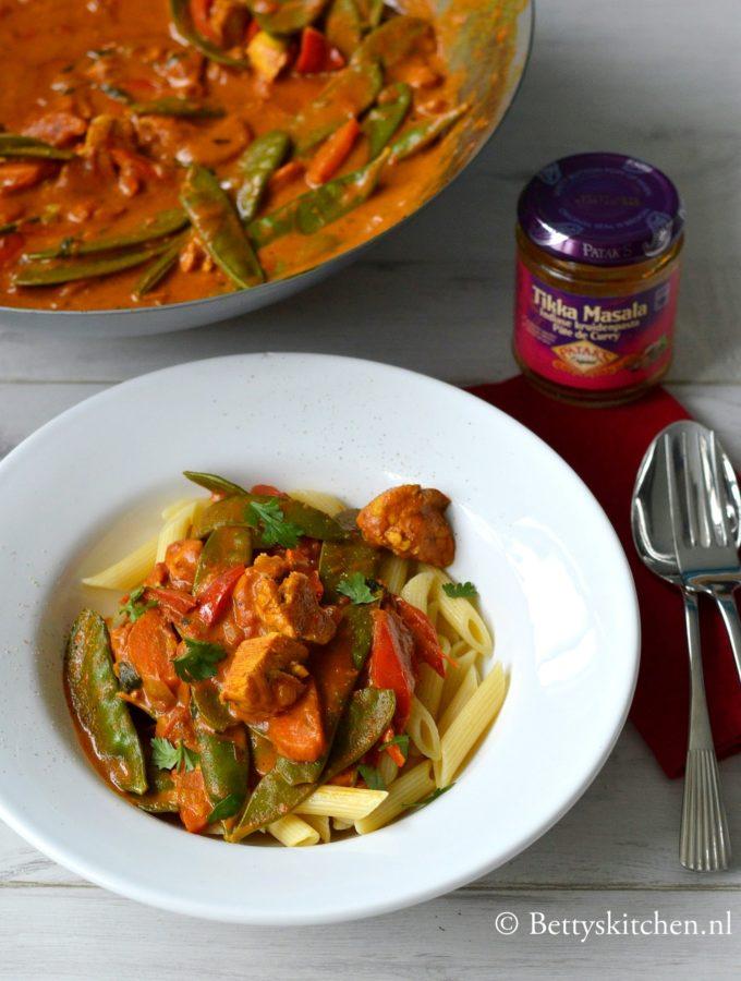 recept voor pasta met tikka masala saus wortel peultjes en kip