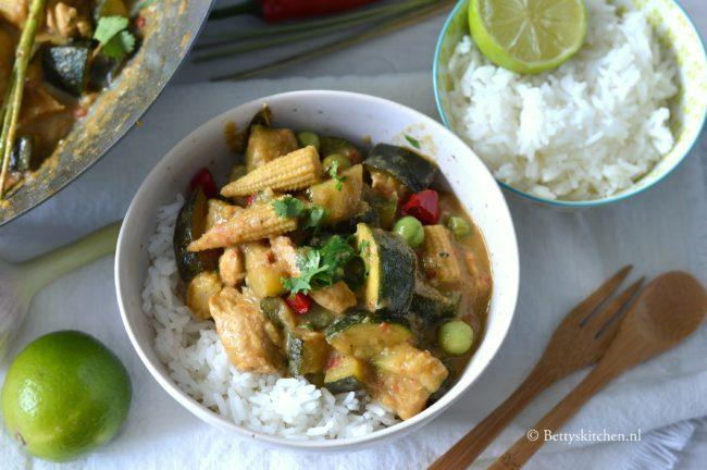 Thaise groene curry met kipfilet en courgette