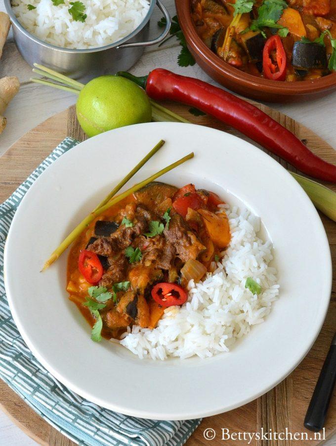 recept voor thaise rode curry met rundvlees en aubergine