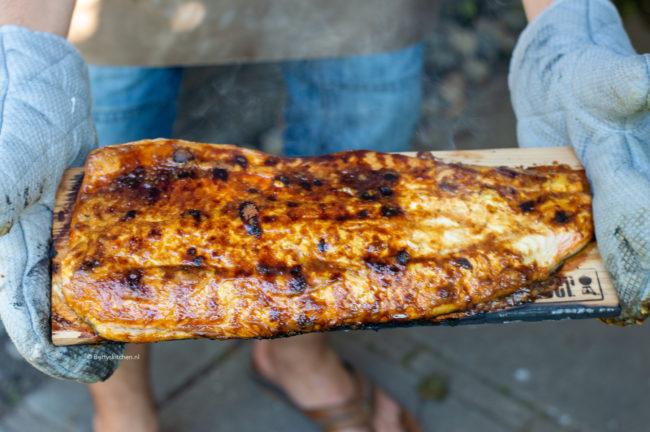 recept voor zalm grillen op de barbecue met mosterd en bruine suiker © bettyskitchen.nl