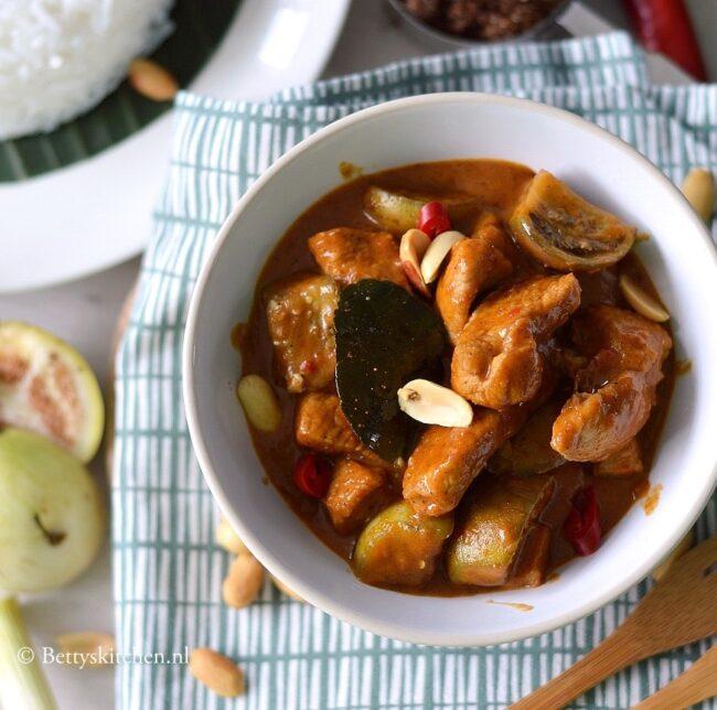 recept thaise panang curry met varkensvlees en pinda's