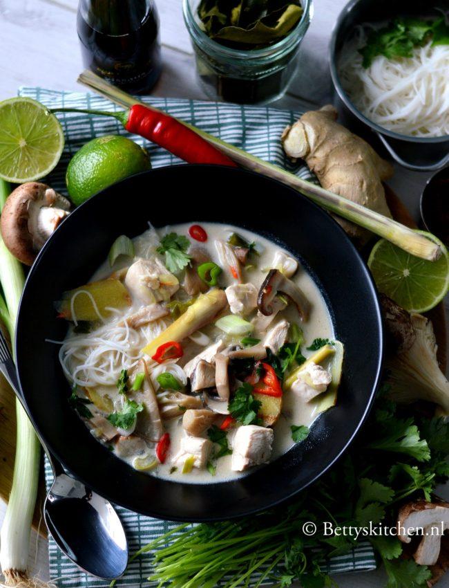 Thaise kokos soep met kip (Tom Kha Kai)