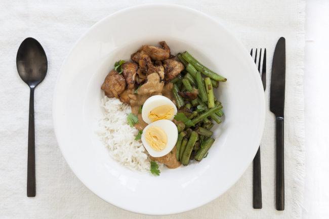 recept voor kip met pindasaus boontjes en rijst