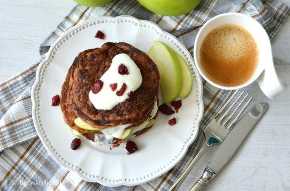 10x Pancakes Recepten voor ontbijt of brunch inspiratie © Bettyskitchen.nl -  gezonde pancakes met appel en yogurt soja suikervrij glutenvrij voedselzandloper recept bettyskitchen