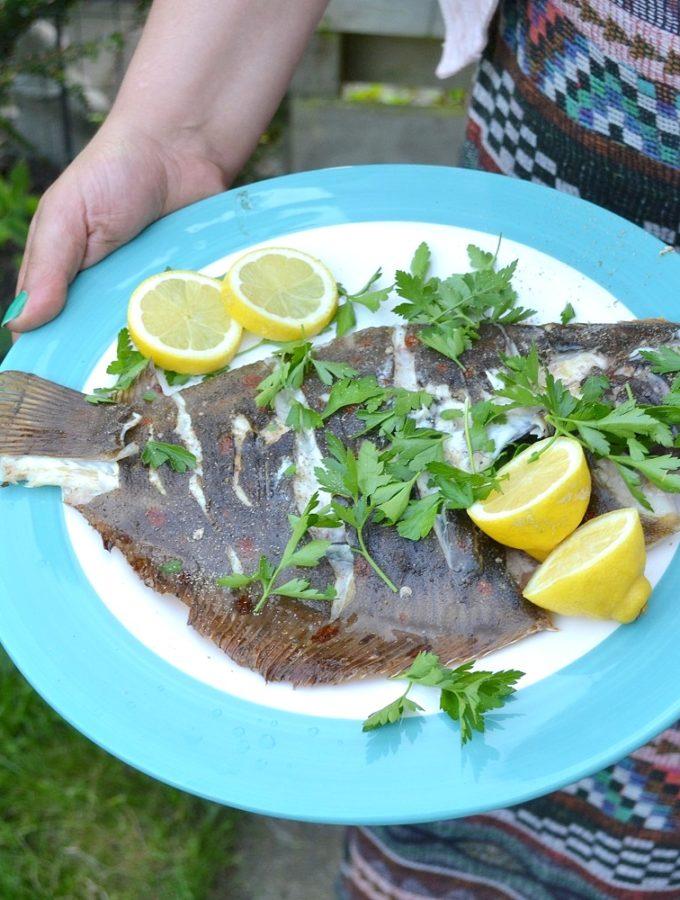 Hele scholfilet van de barbecue - eet vis met het MSC keurmerk voor duurzame visserij