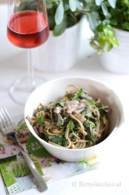 Pasta met truffelsalsa en spinazie (Pasta Tartufata)