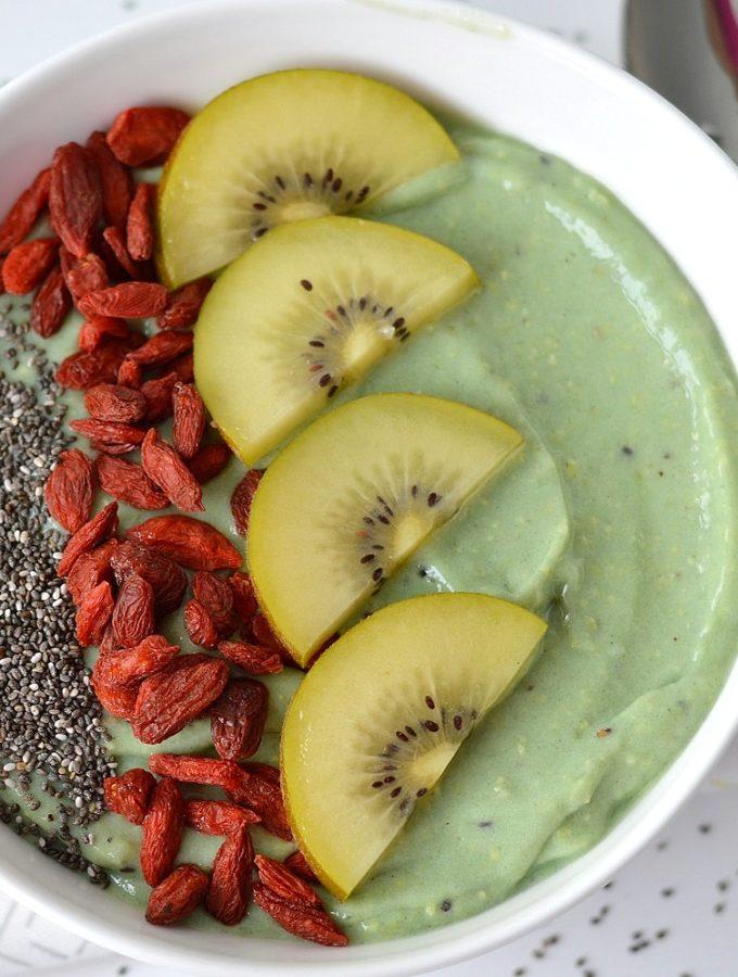 recept smoothie bowl met kiwi en avocado
