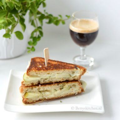 4x tosti uit de pan met een Europees tintje