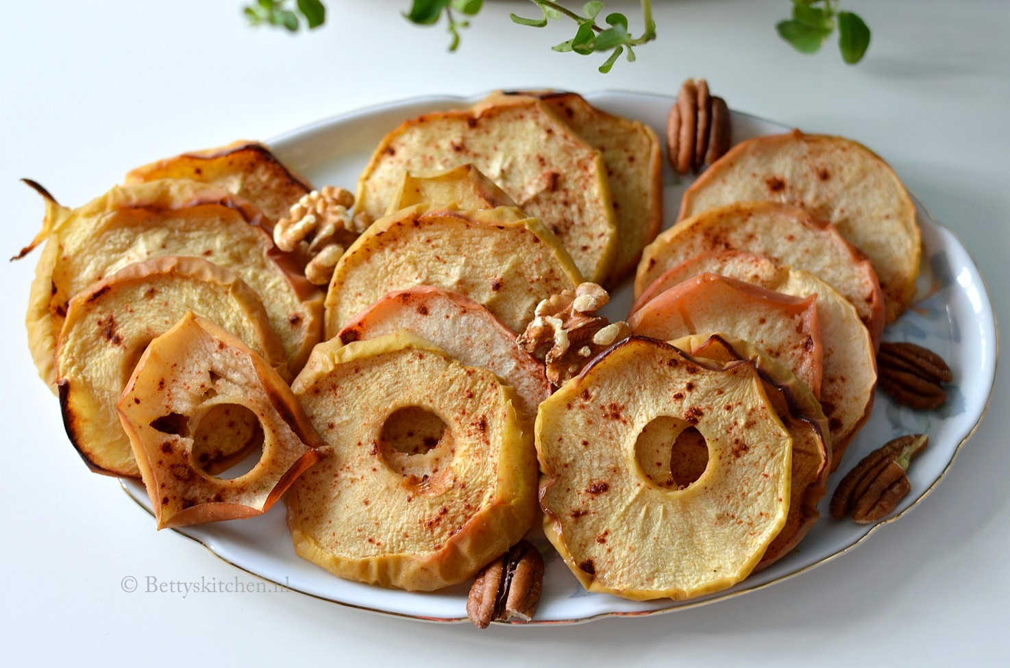 Gedroogde appelschijfjes uit de oven
