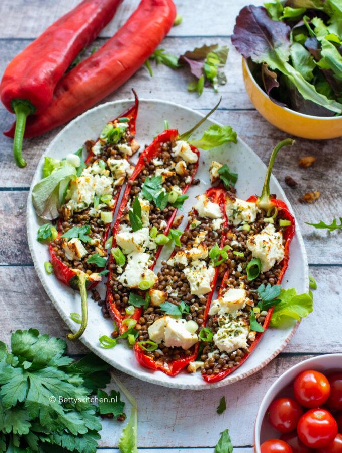 recept voor gevulde paprika uit de oven met linzen en feta kaas vegetarisch