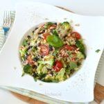 Leftover rijstsalade met broccoli en zwarte bonen