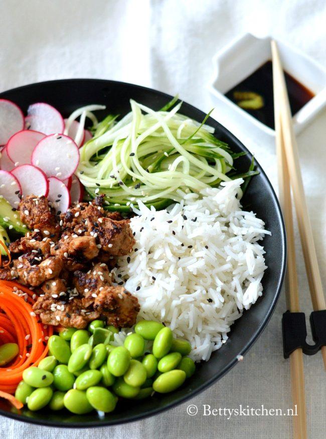 Vegetarische Sushi Bowl met tofu