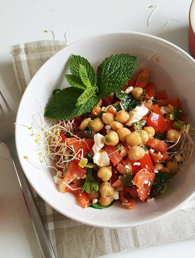 Kikkererwtensalade met tomaat en feta