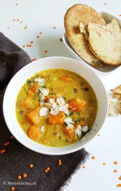 Romige curry met pompoen en linzen
