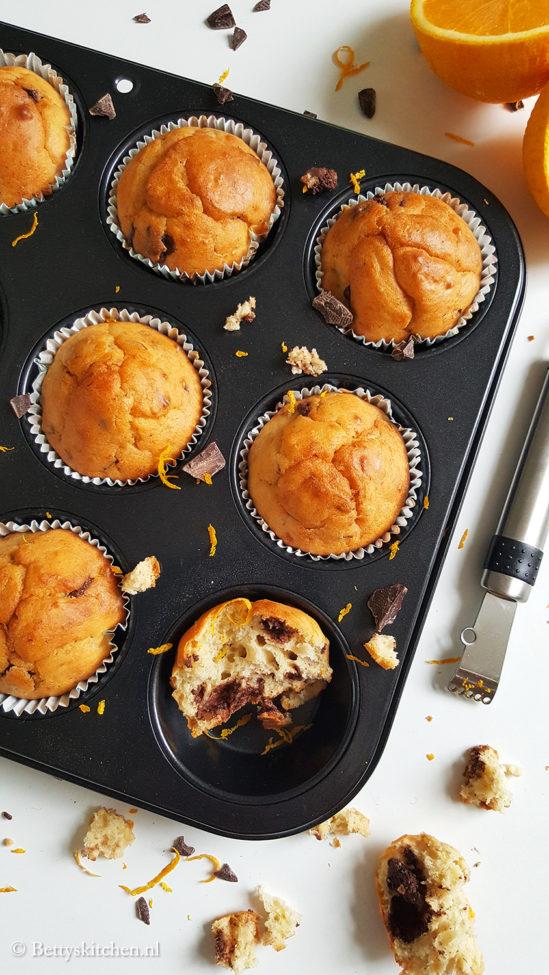 Muffins met yoghurt, sinaasappel en pure chocola