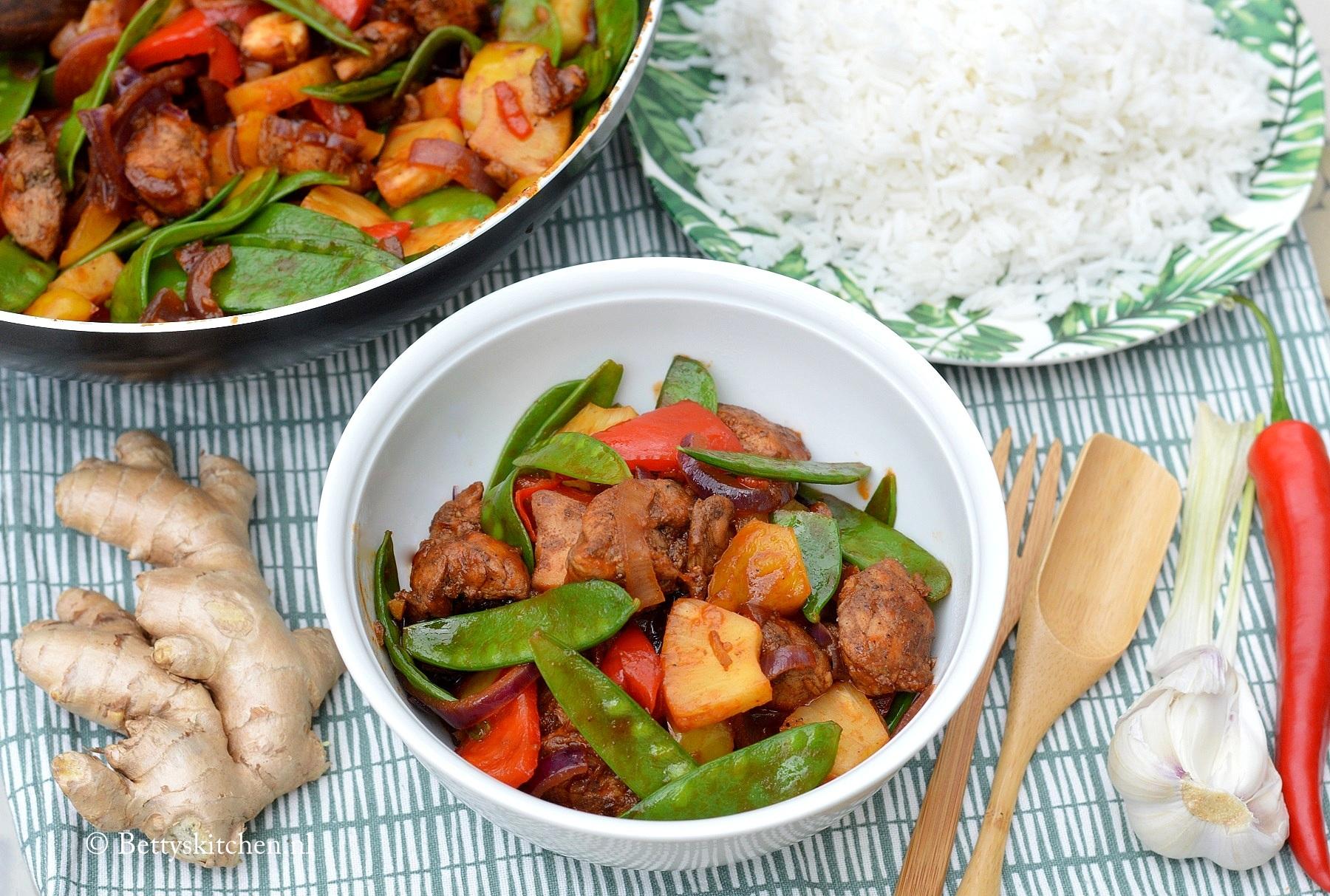 Kip met zoetzure saus uit de wok