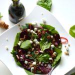 linzensalade met spinazie rode bietjes en blauwe kaas