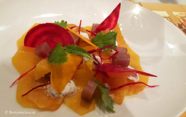 Reisblog: Lekker eten in Barcelona Gele bietcarpaccio bij Elsa y Fred