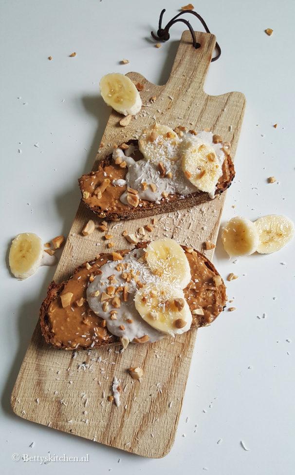 Toast met pindakaas en banaan-spread