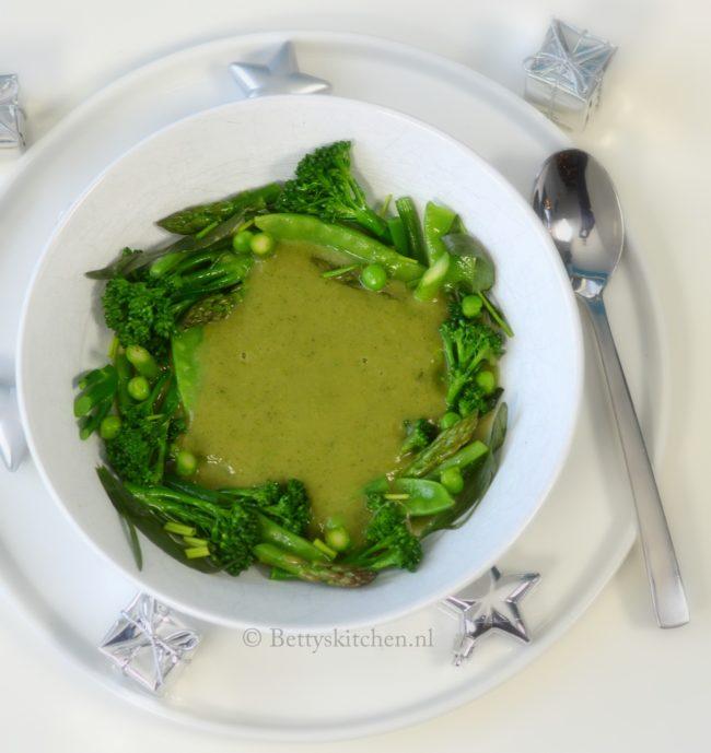 10x voorgerechten voor kerst recepten - Kerstsoep met groene groente vegetarisch voorgerecht voor de feestdagen niven kunz 80/20
