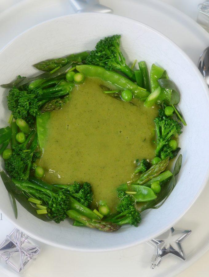 Kerstsoep met groene groente vegetarisch voorgerecht voor de feestdagen niven kunz 80/20