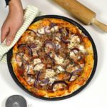 pizza met tonijn en ui recept pizzadeeg bettyskitchen