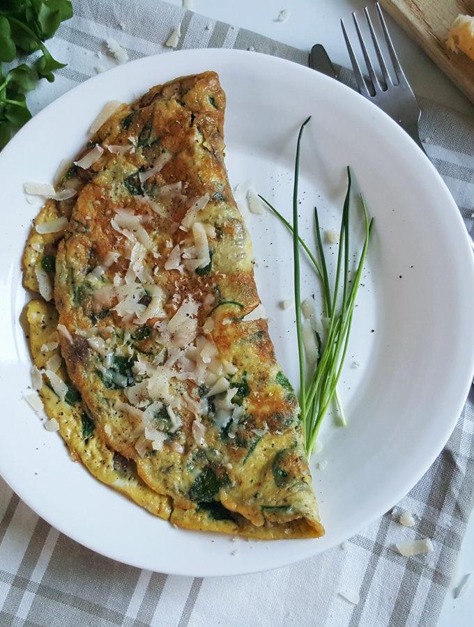 Omelet met postelein en kastanjechampignons