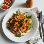 Kikkererwtenpasta met paprika-courgettepesto