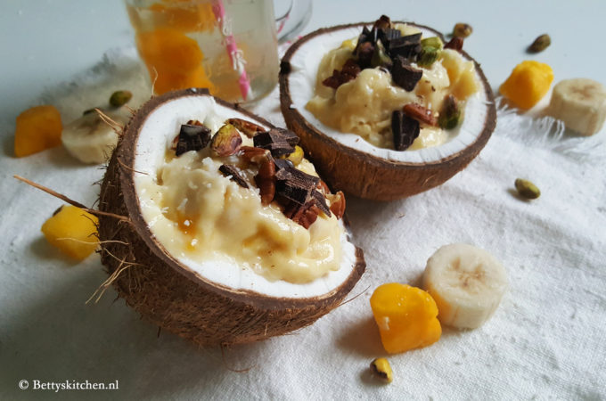 Tropisch dessert met kokosnoten