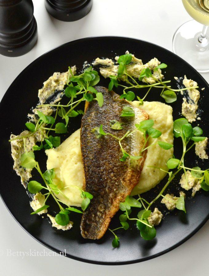 knolselderijpuree met zeebaars gebakken vis