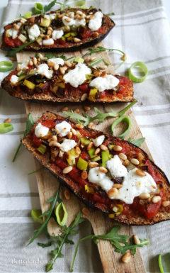 Gegratineerde aubergine pizza