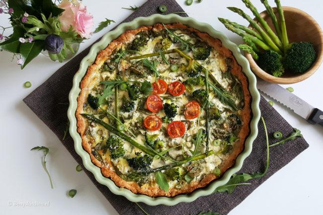 Hartige taart met groene voorjaarsgroenten