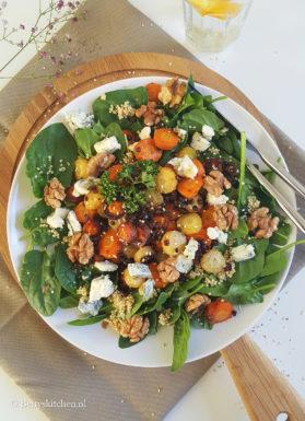 Spinaziesalade met geroosterde worteltjes en gorgonzola
