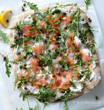 speltpizza met gerookte zalm en ricotta