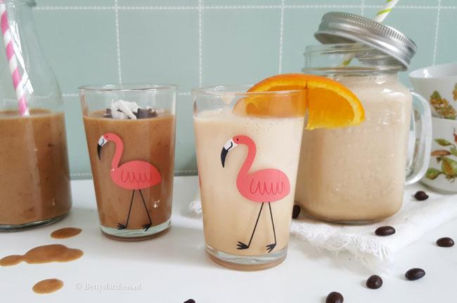 Twee variaties zomerse ijskoffie