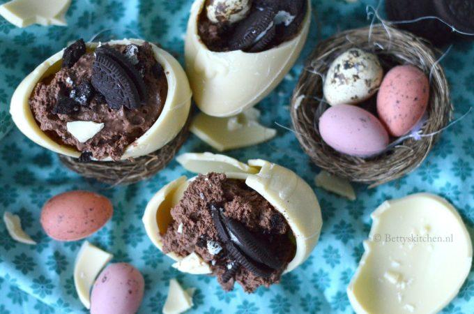 Gevulde Chocolade Eieren voor Pasen met chocolademousse en oreo's