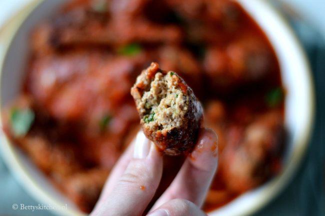Keftedes Griekse gehaktballen met tomatensaus recept bettys kitchen griekse recepten