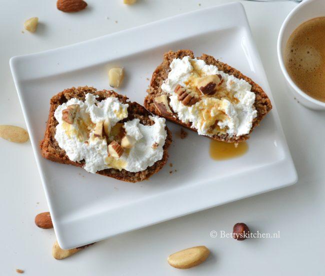 Ontbijtcake met noten en peer glutenvrij recept coeliakiemaand