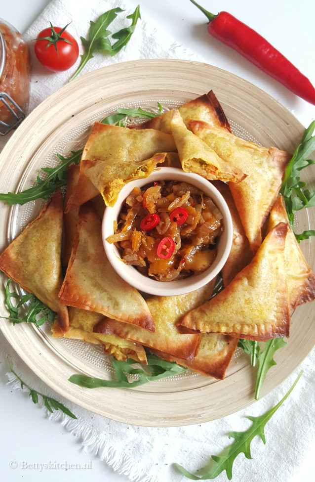10x vegetarische recepten - Vegetarische samosa's met homemade chutney