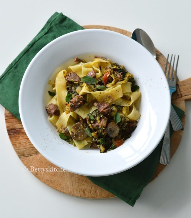 8x stoofvlees recepten - © Betty's Kitchen - recept pasta pappardelle met stoofvlees magere runderlappen Betty's Kitchen