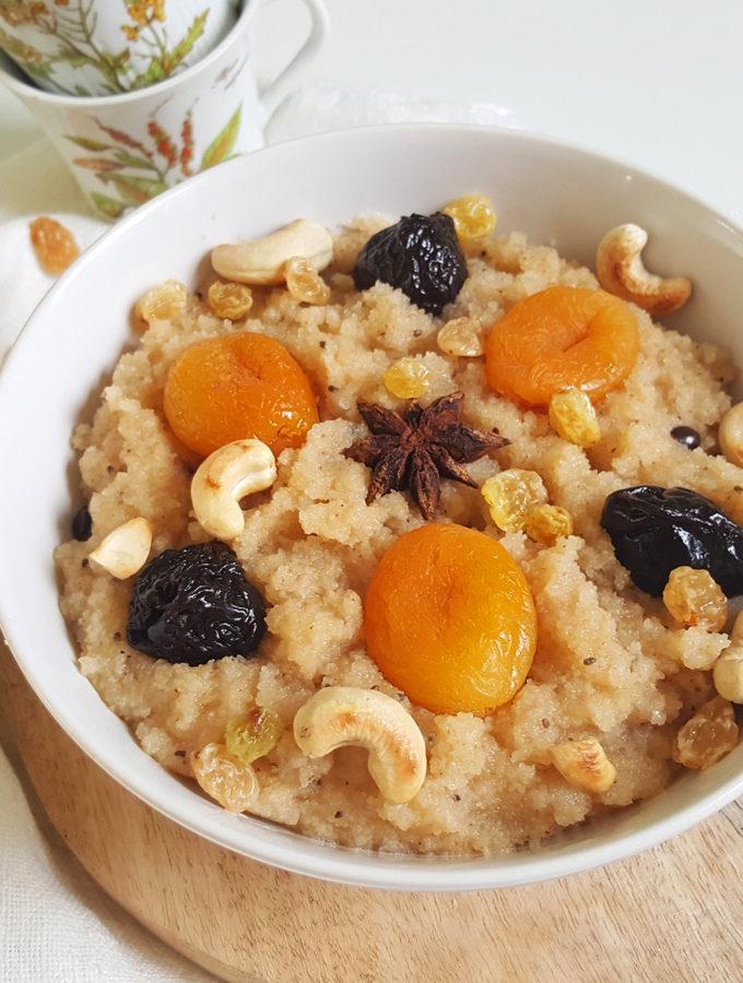 Griesmeel met cashewnoten, anijs en gedroogd fruit (Suji)