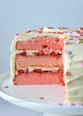 roze kraamtaart met aardbeien geboorte meisje recept babyshower kraamfeest